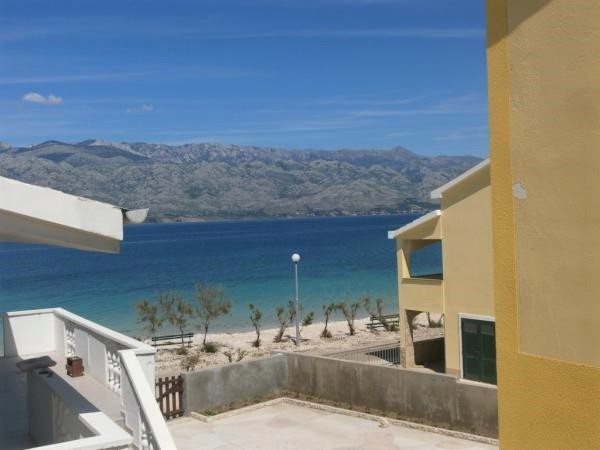 Holiday home directly by the sea in Razanac, Zadar, vacation accommodation for 15 people